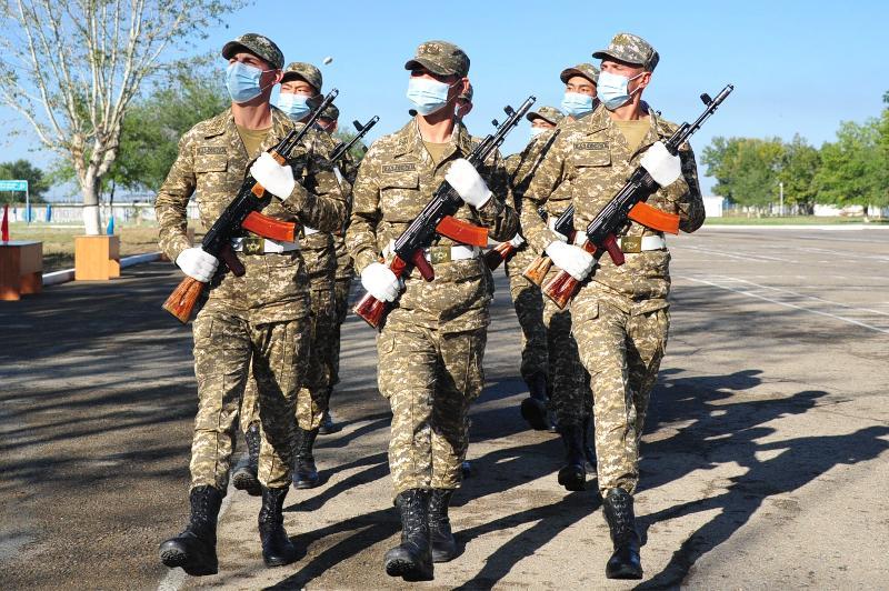 Свыше 200 военнослужащих приняли присягу в Семее