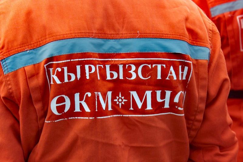 Бішкек-Ош жолында көлік биіктігі 60 метр жардан өзенге құлап, үш адам қаза тапты