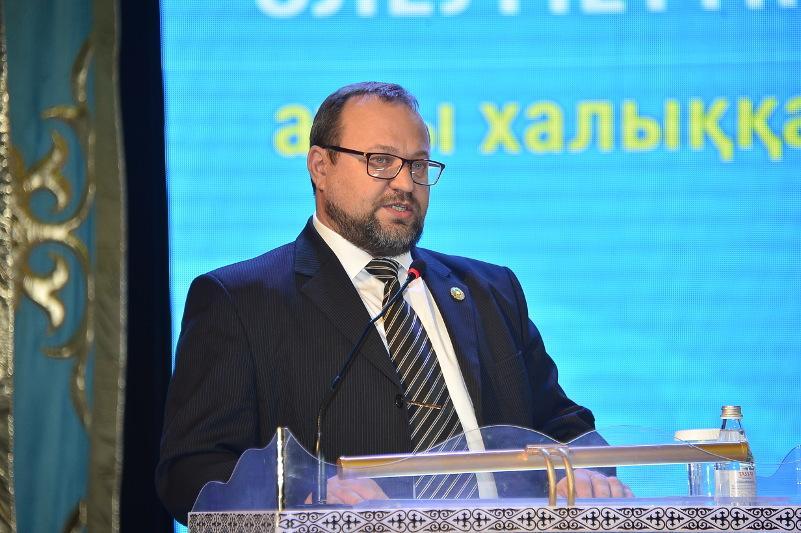 «Нурлы жол» раскроет Казахстан как лидера в транспортно-логистическом секторе – член АНК о Послании