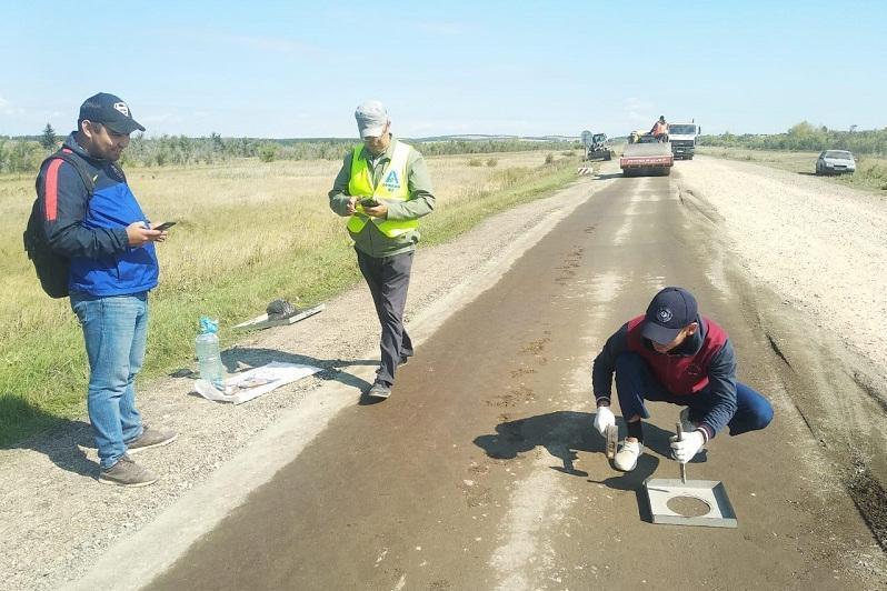 哈萨克斯坦测试新型道路材料固化剂技术