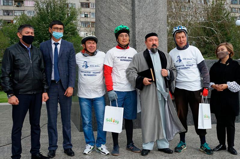 Участников велотура «Нур-Султан - Жидебай» встретили в Семее