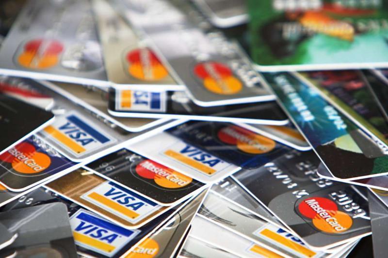 Kazakhstan reports increase in non-cash transactions