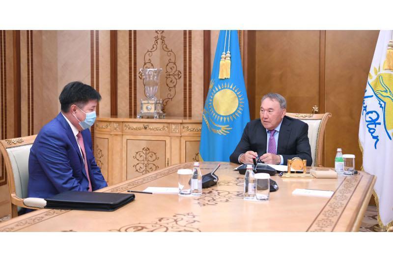 首任总统接见最高法院院长阿萨诺夫