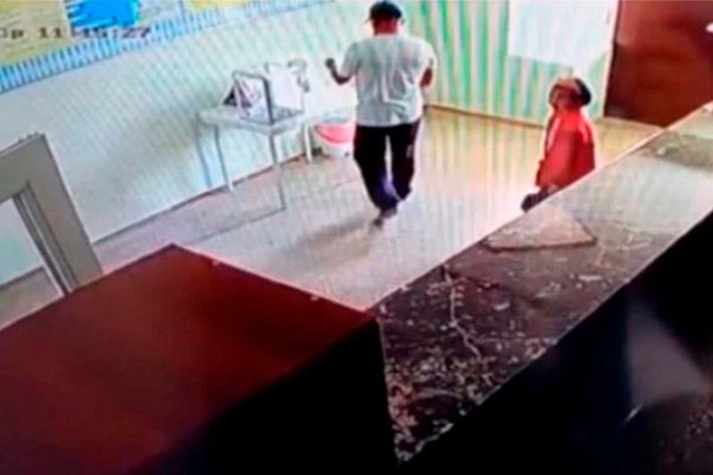 Ящик с пожертвованиями для тяжелобольного ребенка украл житель ВКО