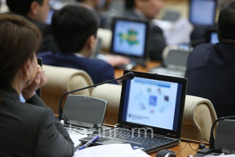 Мораторий на прием на госслужбу намерены ввести в Казахстане