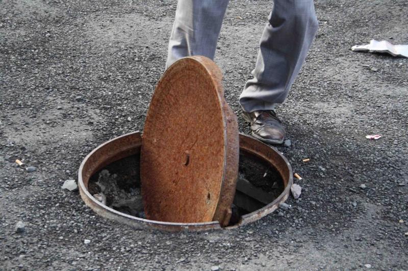 Елордада кәріз бетіндегі қақпақты ұрлап келген күдіктілер ұсталды