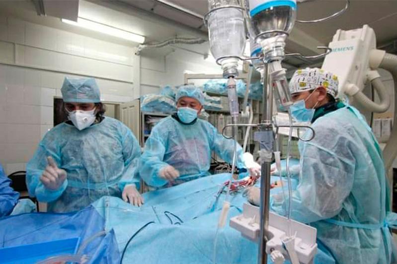 Операцию по имплантации аортального клапана впервые провели в Семее