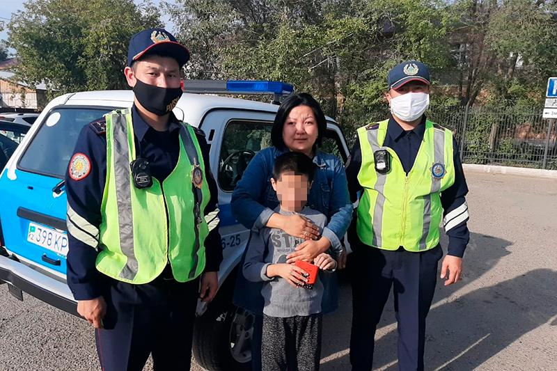 Семейлік полицейлер жоғалған 9 жасар баланы автобустан тапты