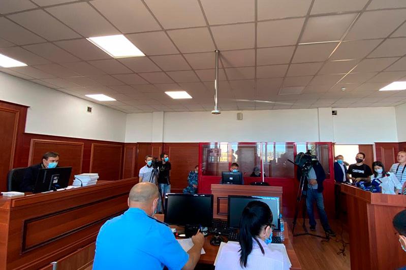 Блокпостағы апат: Қаза тапқан полицейдің әйелі кінәліден 37 млн теңге талап етті