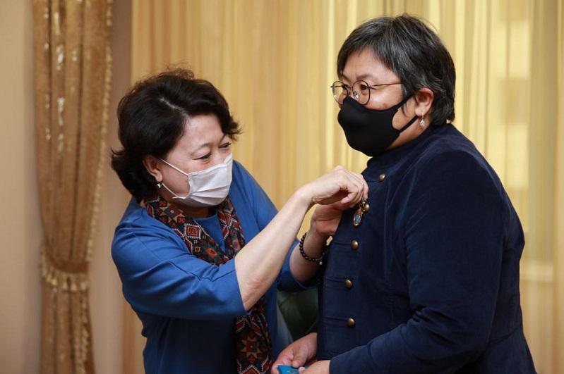 Жанар Туребаева награждена знаком «Мәдениет саласының үздігі»