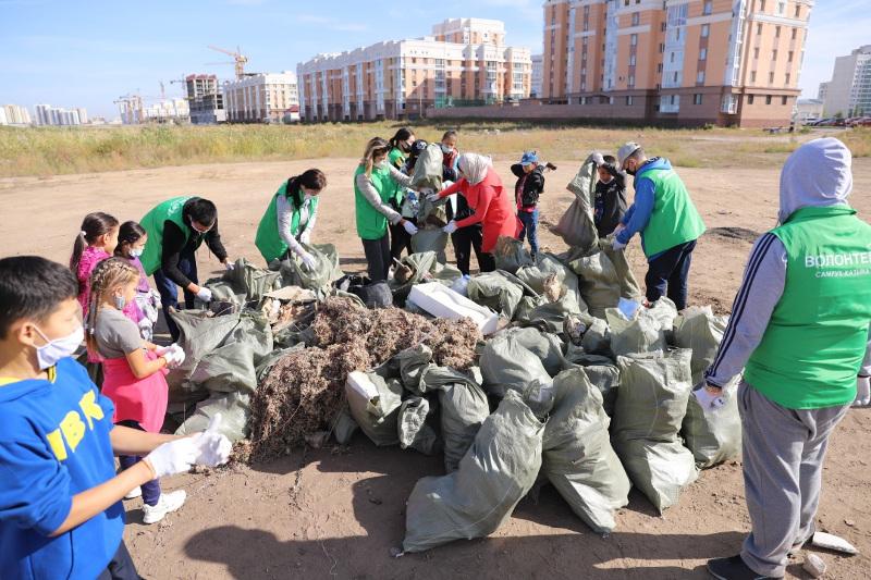 Елордалық волонтерлер Талдыкөл маңынан1 тонна қоқыс жинады