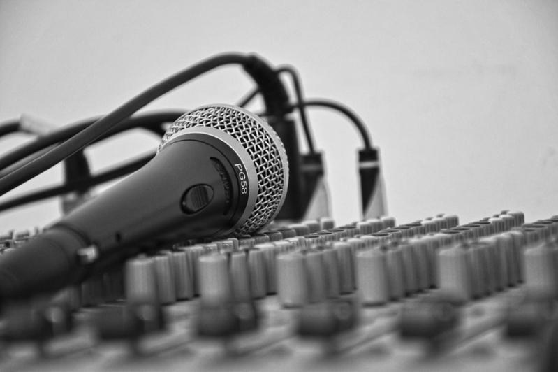 Казахстанских артистов хотят обязать предупреждать зрителей о фонограмме на концертах