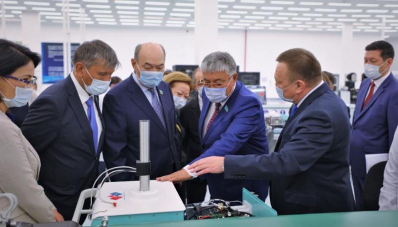 参议院代表团视察国产呼吸机制造企业