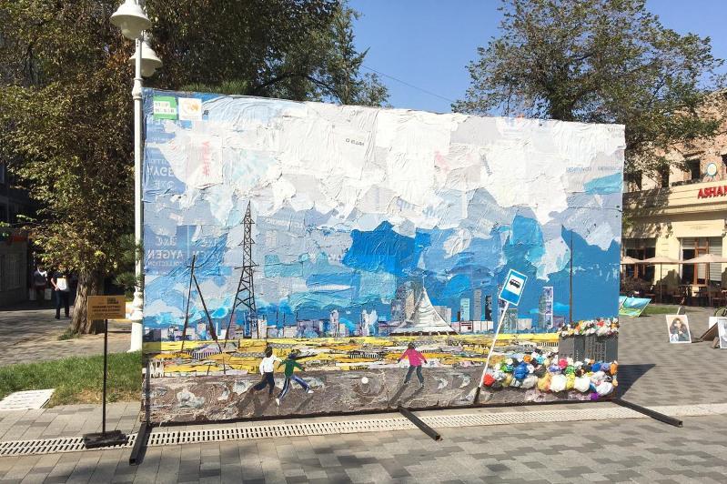 Из более 4 000 пакетов создал художник картину «Под небом Астаны»