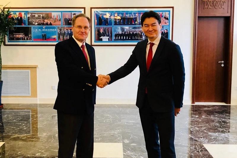 哈萨克斯坦驻华大使同摩尔多瓦驻华大使举行会见