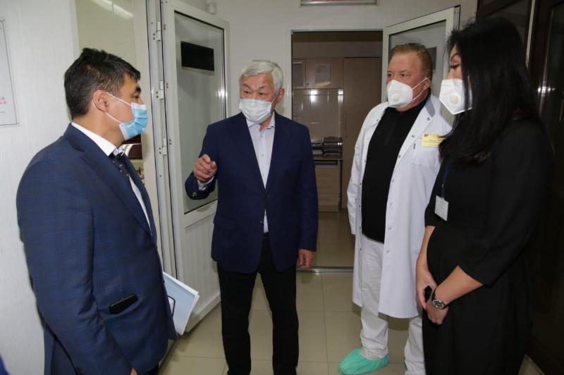 Бердібек Сапарбаев тұмауға қарсы вакцина салдырды