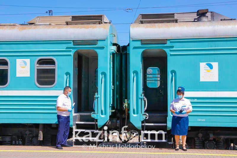 На 83 тысячи тенге штрафуют пассажиров и сотрудников железной дороги за несоблюдение масочного режима