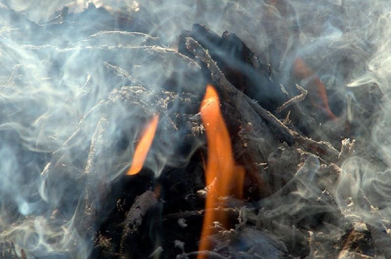 Два человека отравились угарным газом в ВКО