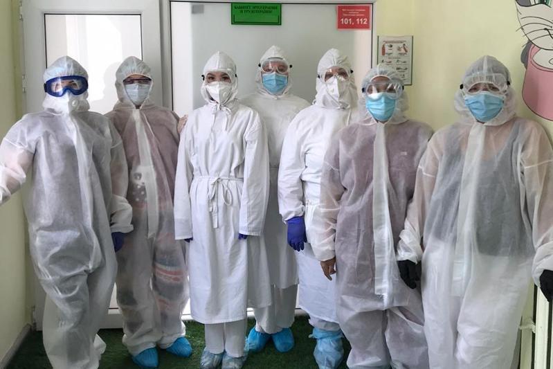 Страх, боль и потоки больных: врачи Караганды рассказали о своей работе во время пандемии