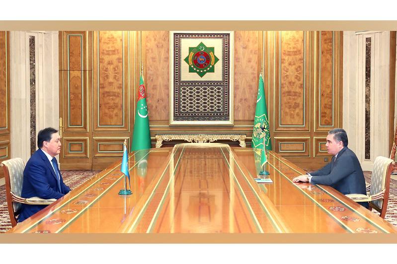 政府总理马明同土库曼斯坦总统举行会晤