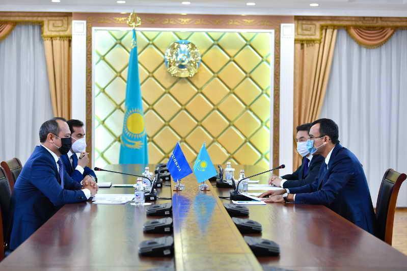 参议院议长会见突厥议会秘书长玛茂苏珀夫