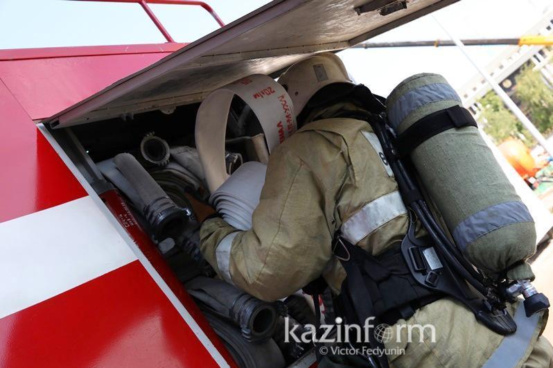 Өскеменде көпқабатты үйден өрт шығып, 30 адам эвакуацияланды