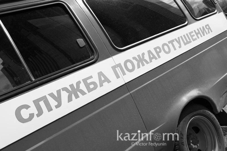 Пожарная автомашина перевернулась в Уральске, погиб водитель