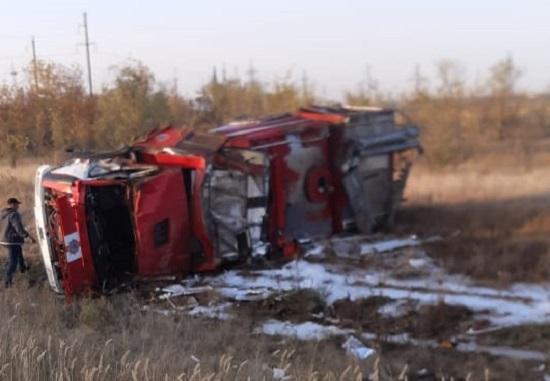 Пожарная машина перевернулась в Уральске, водитель погиб