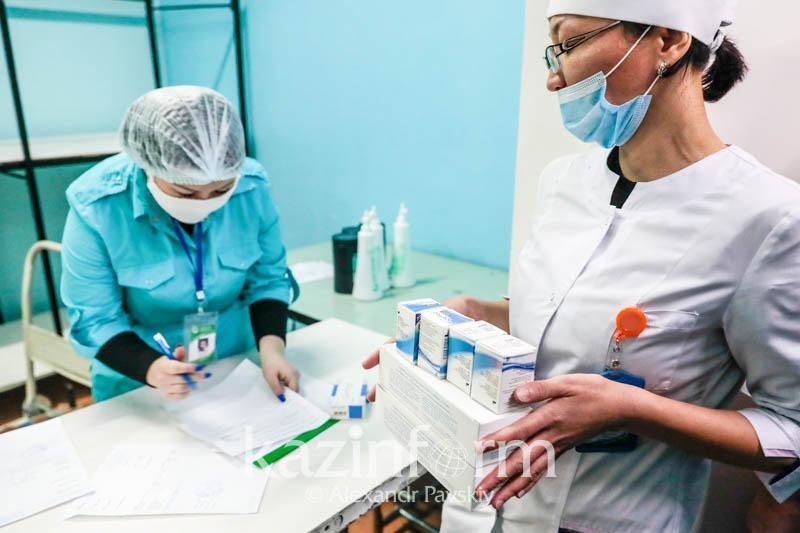 235 случаев пневмонии с признаками коронавируса зафиксировали в Казахстане