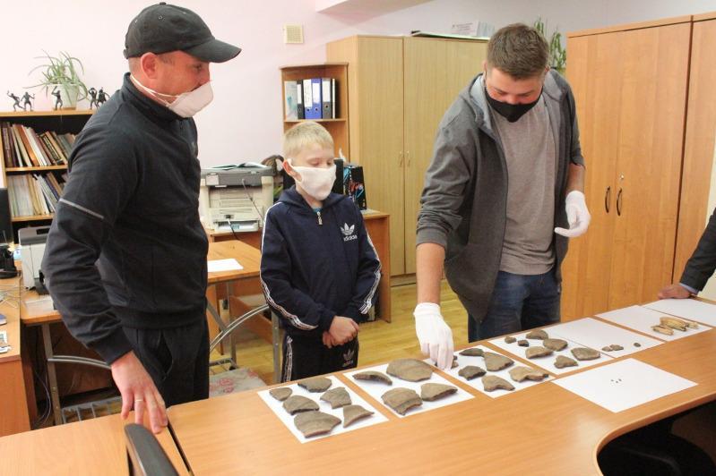 Обломки сосудов и кости эпохи бронзы нашел во время рыбалки житель Кокшетау