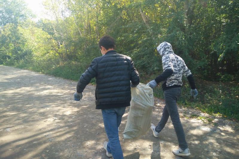 «Экологический десант» высадился  на берегу Ульбы в Усть-Каменогорске