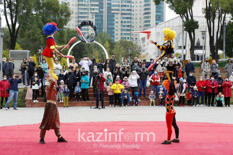 Артисты алматинского цирка выступили ко Дню города