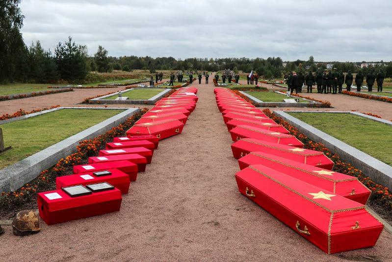 Останки казахстанского солдата перезахоронили в Ленинградской области РФ