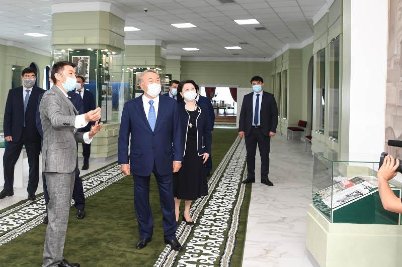 民族领袖参观阿比什·克叶克勒巴耶夫博物馆