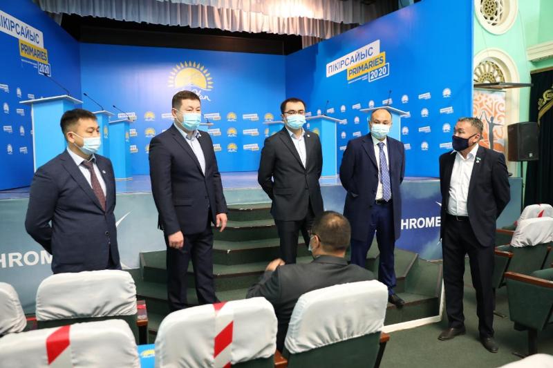 «Nur Otan» partııasynyń hatshysy aqtóbelik kandıdattarmen kezdesti