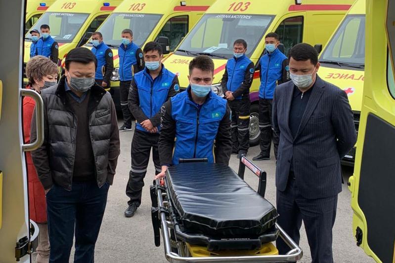 Алексей Цой осмотрел новый парк машин скорой помощи в Алматы
