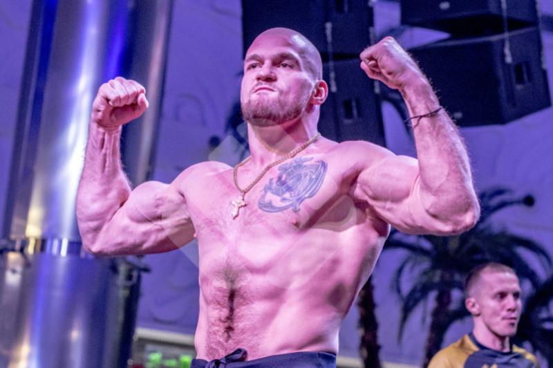 Казахстанец Артем Резников победил известного чеченского бойца