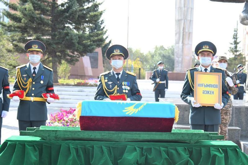 Останки погибшего в годы ВОВ воина-казахстанца привезли на родину