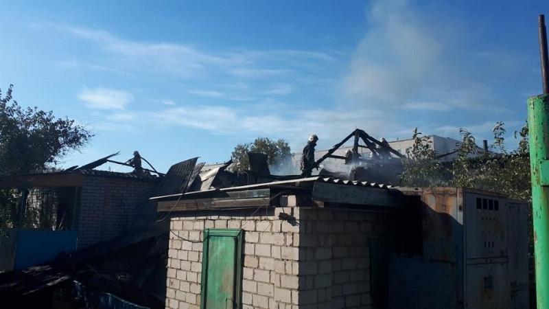 Два соседних частных дома загорелись в Павлодаре