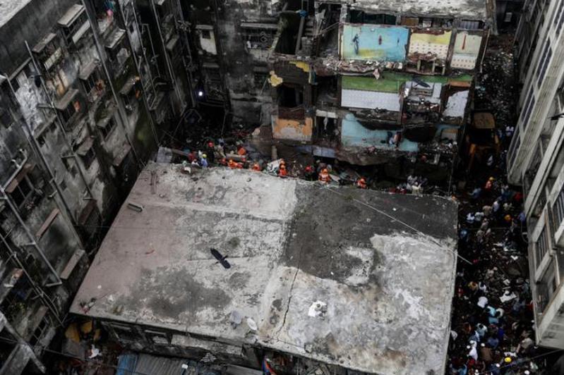 Здание обрушилось в Индии: погибли 10 человек