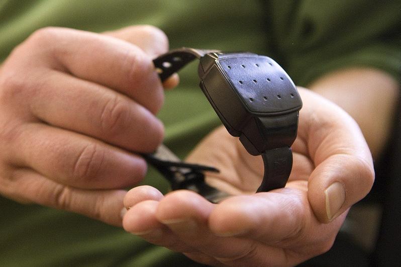 Электронные браслеты слежения начали применять в Антикоррупционной службе РК