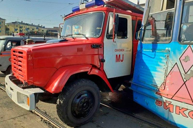 Пожарная машина столкнулась с трамваем в Усть-Каменогорске