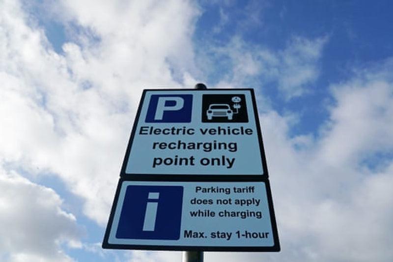 Великобритания планирует запретить продажу автомобилей на бензине с 2030 года