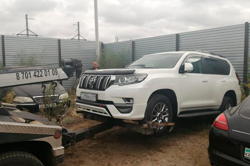 У должника по алиментам в столице изъяли Toyota Land Cruiser Prado