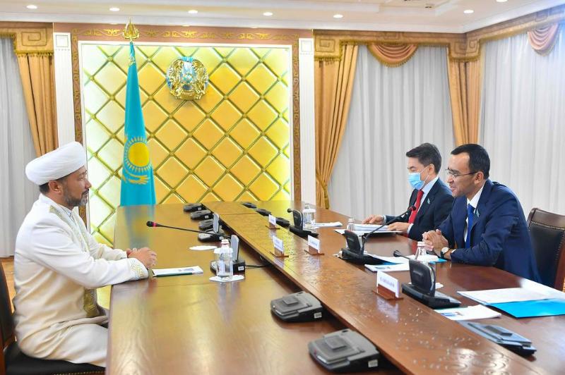 参议院议长会见伊斯兰教总穆夫提和东正教教主