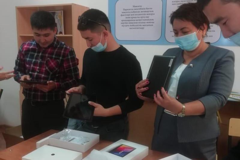 Атырау облысының мектептеріне планшеттер жеткізілді