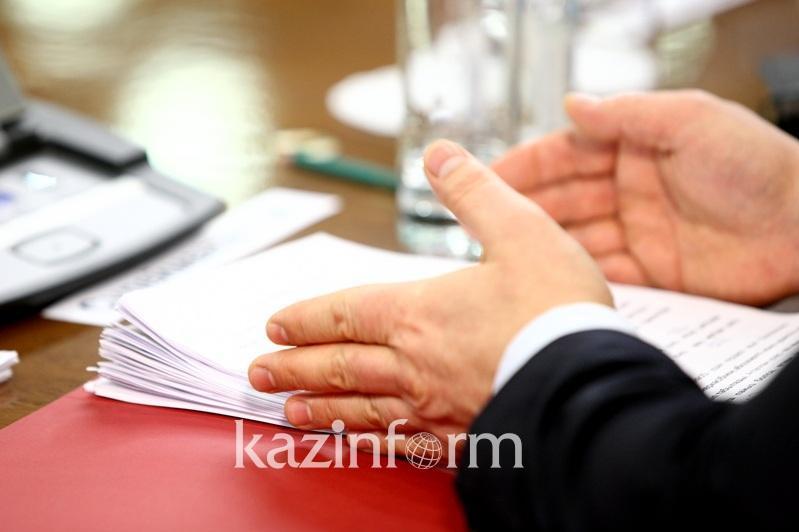 Парламент мемлекеттік қызметшіге сыйлық сыйлауға тыйым салатын құжатты қабылдады