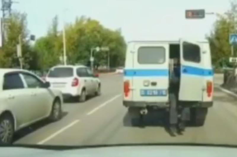 Побег задержанного из патрульной машины прокомментировали в ДП Костанайской области