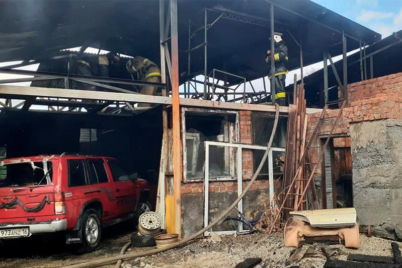Пожар на СТО произошел в Усть-Каменогорске