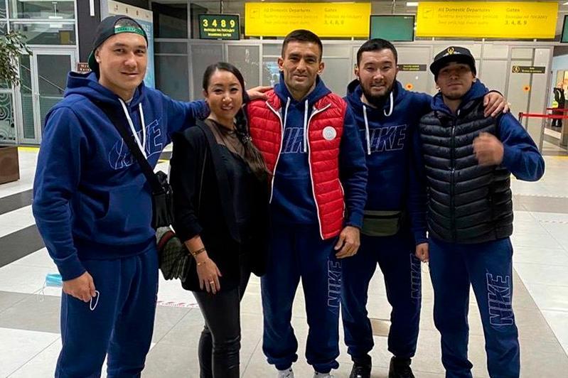 Казахстанские боксеры прибыли в Казань для титульных боев